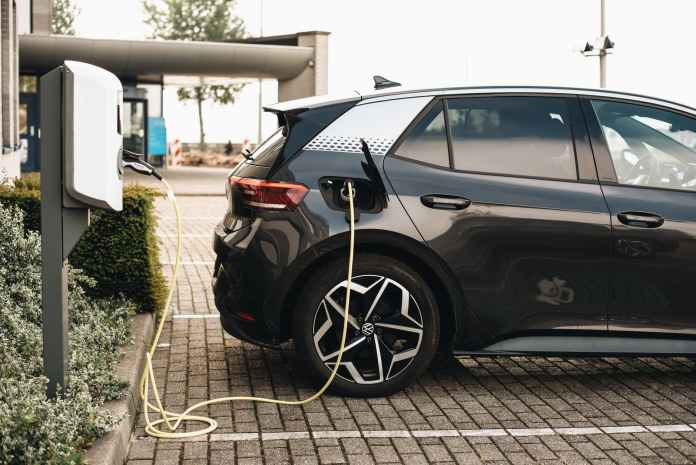 EVRE And MoEVing Partner To Install 1000 EV Charging Stations